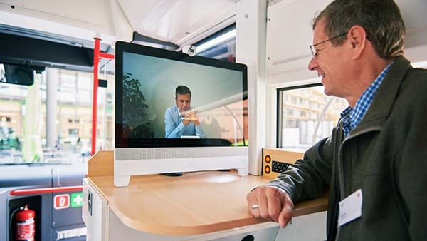 Medibus doctor uses Webex to call colleague